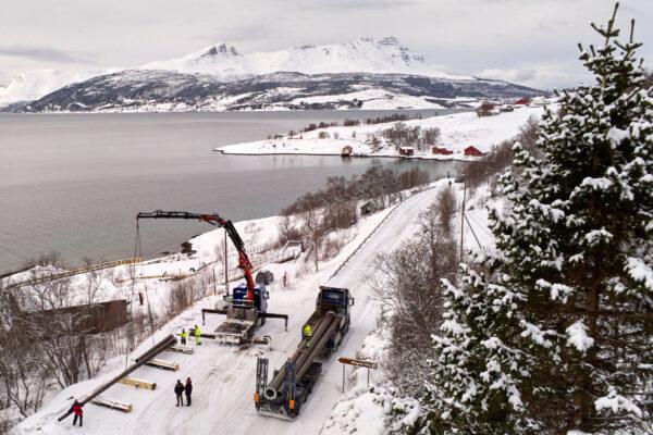 De nye mastene ankom Gratangen / The New Masts Arrive