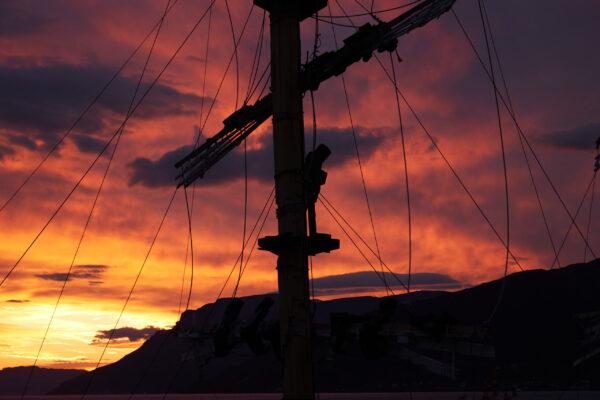 Solen går over sommercaféen / The sun sets over the summer café